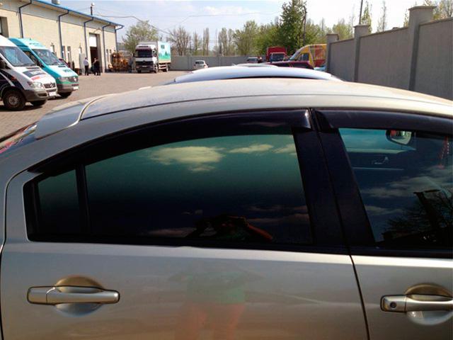 Цветная тонировка стекол автомобиля фото